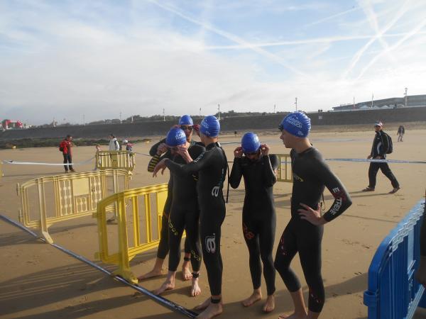 Notre équipe avant d'en découdre avec les vagues de l'océan