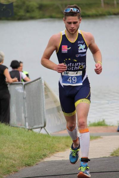 Antoine à la fin de son premier triathlon format M