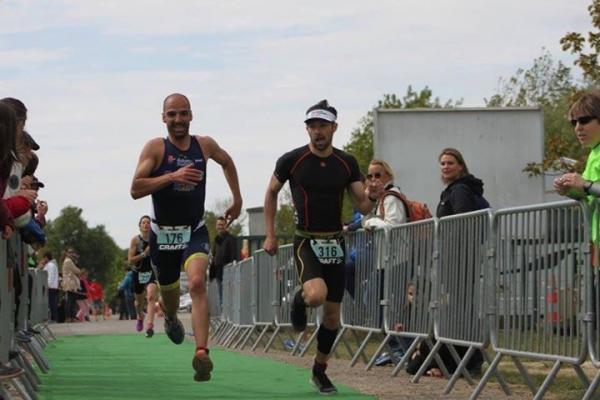 Thibault qui s'arrache à l'arrivée !!! beau sprint final !!