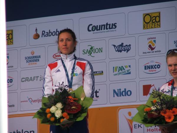 EMMIE _ Toujours plus belle sur les podiums !