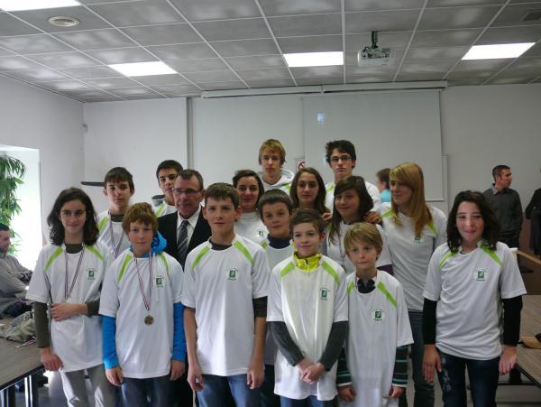 Les jeunes de la Ligue avec leur Président
