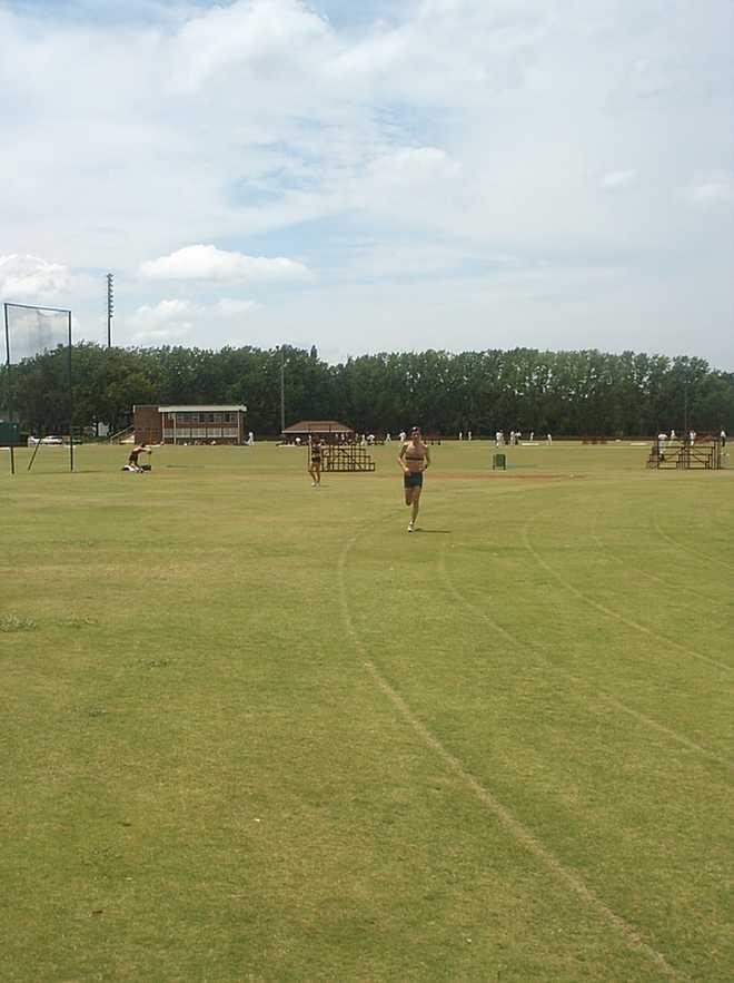 Piste en herbe et terrains de rugby