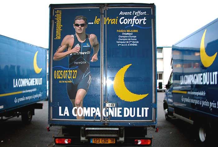 """un camion """"La Compagnie du Lit"""""""