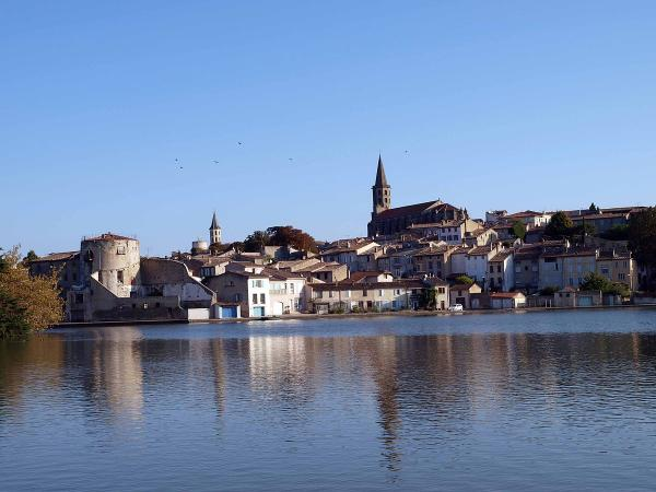 1200px-Castelnaudary_bassin_canal.jpg