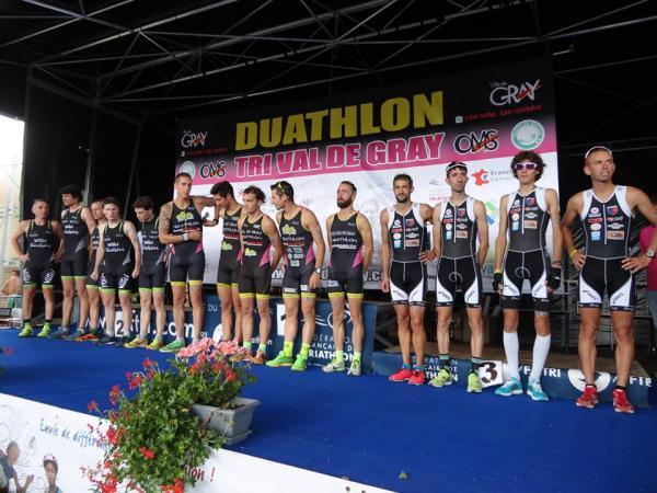 L'équipe sur le podium à la 3ème manche (Gray)