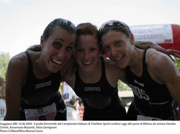 gaggiano09_triathlon_20090614_podiofemminile[1].jpg