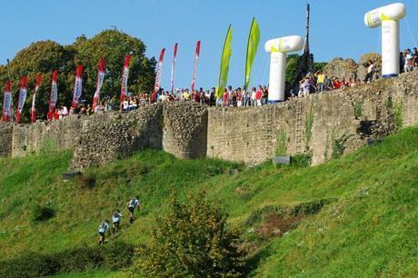Finish ligne du Raid des Chaussées...grimper le mur du chateau de Barbe-Bleue
