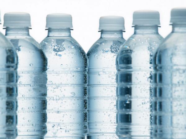 bouteilles-d-eau-minerale.jpg