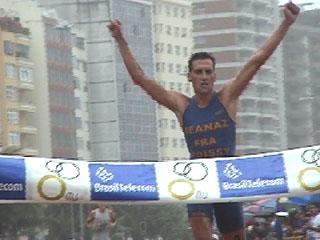 Triathlon scolaire cedric deanaz invite d 39 honneur des for Piscine houdan