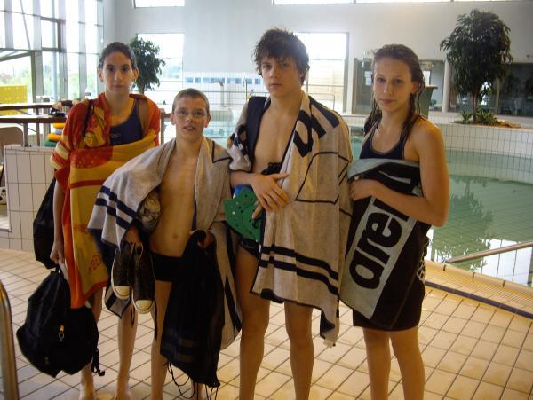 photo délégation Roby dans la piscine