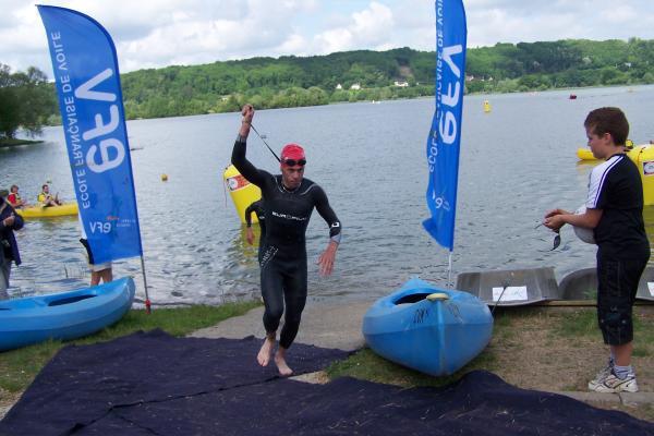 Sortie de l'eau triathlon de Marçon